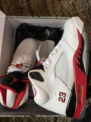 Air Jordan 5 Retro White/Fire Red/Black for Sale in Lynnwood, WA