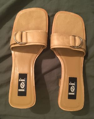 $10 FIRM - L.E.I. TAN SANDALS SIZE 9 - NEW NEVER WORN - 3.5 inch heel for Sale in Glendale, AZ