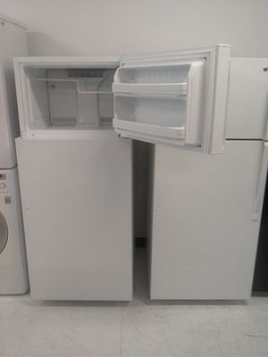 Ge top and bottom refrigerator used good condition 90days warranty 🔥🔥 for Sale in Mount Rainier, MD
