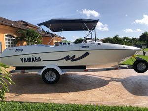 Jet boat Yamaha 20 LX 2001 Super Clean for Sale in Homestead, FL