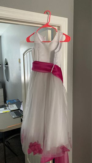 Girls flower girl dress size 8 for Sale in Murrieta, CA