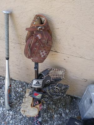 Baseball gloves for Sale in Jurupa Valley, CA