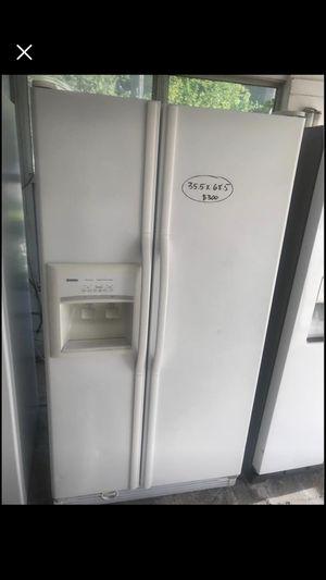 White kenmore refrigerator for Sale in Orange Park, FL