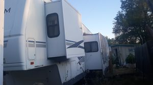 2004 Terry quantum 32 ft. 5th wheel 9000 dollars for Sale in Oroville, CA