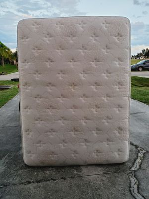 Serta queen mattress for Sale in Cape Coral, FL