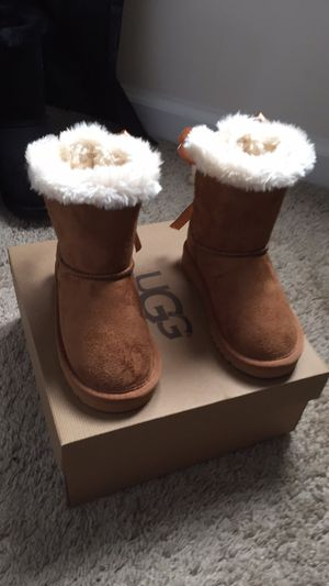 Sz11c Toddlers Girls Ugg Boots for Sale in Snellville, GA