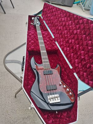 """HOFNER Limited Edition 34 """" SCALE GALAXIE 185 4 STRING ELECTRIC BASS GUITAR W/COFFIN CASE. for Sale in Brandon, FL"""