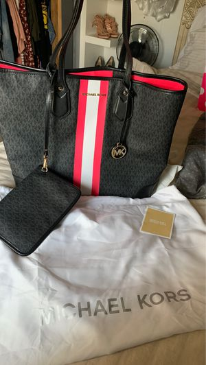 Michael Kors purse for Sale in Hemet, CA