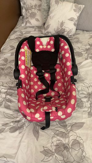 Baby girl car seat for Sale in El Paso, TX