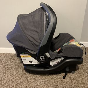 Unisex Infant Car Seat And Base for Sale in Columbus, OH