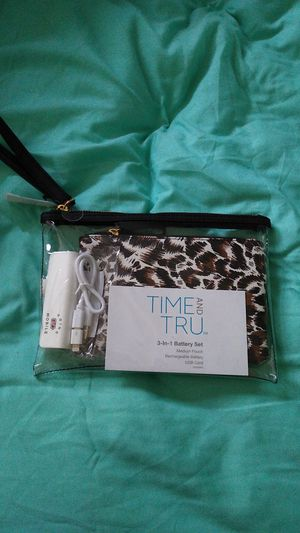 Small clutch/purse for Sale in Lacey, WA