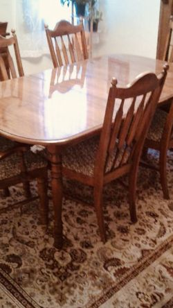 dining table and chairs for Sale in Mount Pleasant,  PA