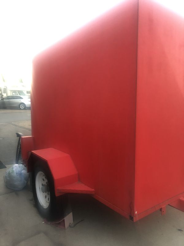 Enclosed utility trailer