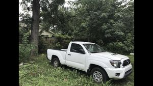 2005 Toyota Tacoma with 2015 front end. (Won't start) for Sale in Houston, TX