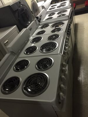 Apartment owners -electric stoves great condition for Sale in Cleveland, OH