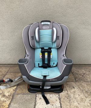PRACTICALLY NEW GRACO EXTEND2FIT CONVERTIBLE CAR SEAT!! Expires 2026 for Sale in Rialto, CA