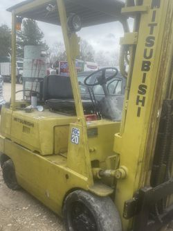Mids 90s Mitsubishi forklift fgc20 4000 lb capacity warehouse propane 2stage mass it does not move selling as is condition I'm not a mechanic for Sale in Houston,  TX