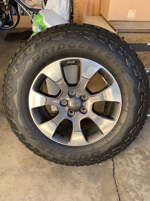 Jeep Wrangler JL Factory Upgraded Wheels and Tires for Sale in Alta Loma, CA