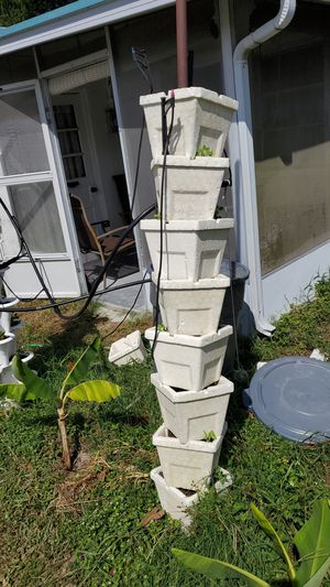 12 stackable outdoor hydroponics kit with water reservoir, pump, and sprinkler system on timer for Sale in NW PRT RCHY, FL