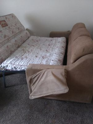 Pull out couch need gone TODAY for Sale in Columbus, OH