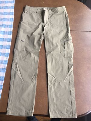 Patagonia women's pants size 6 for Sale in Lansdale, PA