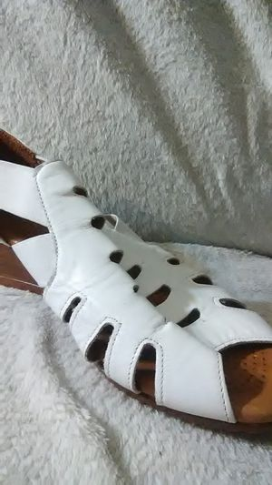Pair of women's size 6 open toed casual sandal for Sale in Denver, CO