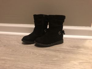 Boots toddler girl size 7 for Sale in Charlotte, NC