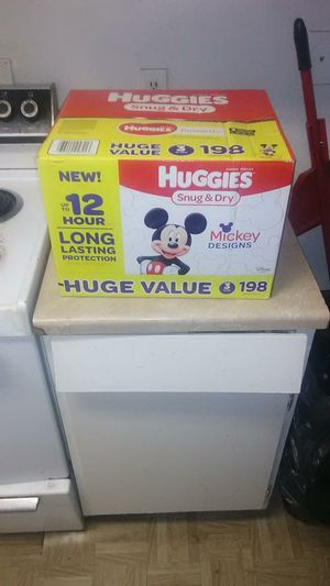 Huggies size 3 -198 for Sale in Las Vegas, NV