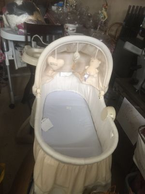 Baby bassinet crib for Sale in Warren, MI