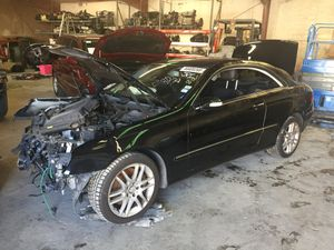 08 Mercedes CLK 352. For parts only for Sale in Cranberry Township, PA