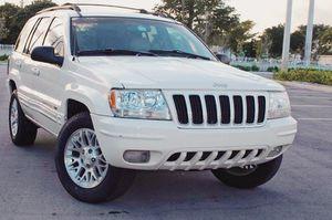 Runs Great 2004 Jeep Grand Cherokee AWDWheels for Sale in Cincinnati, OH