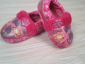 Elena of Avalor Girl's Slippers 9/10 for Sale in Las Vegas, NV