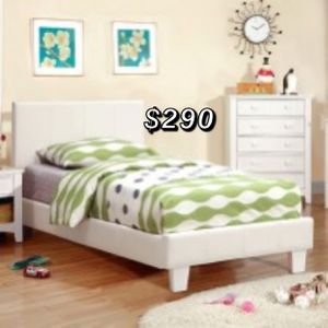 QUEEN BED FRAME WITH MATTRESS for Sale in Los Angeles, CA