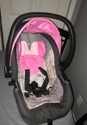 Baby car seat with base for Sale in Cortland, IL