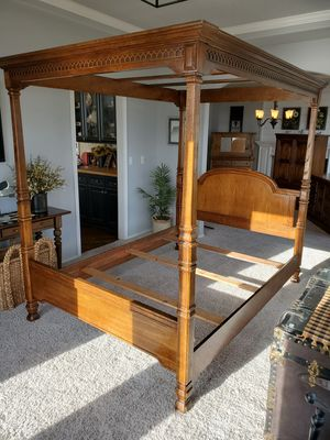 Queen Canopy Bed for Sale in Puyallup, WA