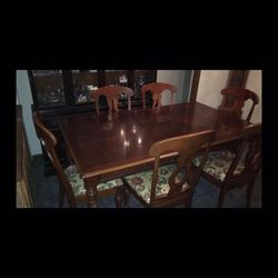 Kitchen Table & Chairs Incuded for Sale in Fresno,  CA
