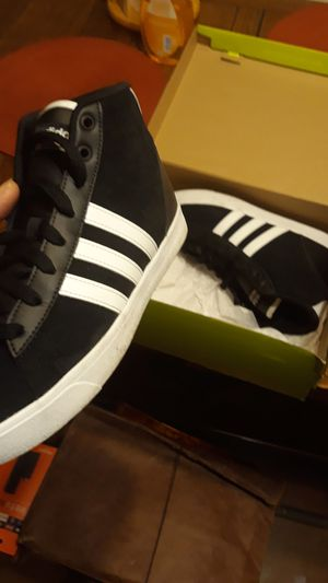 Women/Men Adidas size 8 for Sale in St. Louis, MO