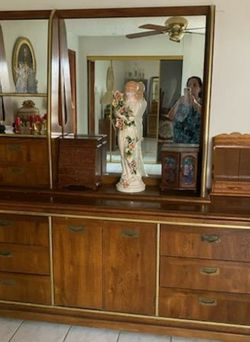 🌟 Vintage Bedroom Set 🌟 Back Board with Drawers, Chest, & Dresser 🌟 MAKE AN OFFER 🌟(CUTLER BAY) for Sale in Miami, FL
