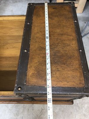 Nice old coffee table /chest Ian's lots and f storage for Sale in West Palm Beach, FL