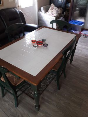 Nice solid wood 5 piece kitchen table set for Sale in Fayetteville, GA