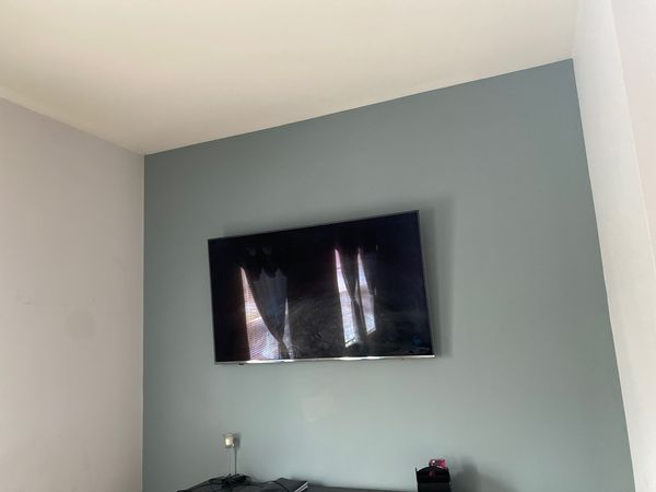 60 inch Samsung smart tv for $550 in excellent condition