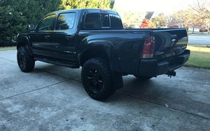 Fully Loaded. 2006 Toyota Tacoma 4WDWheels-Low mileage/Leathe for Sale in Louisville, KY