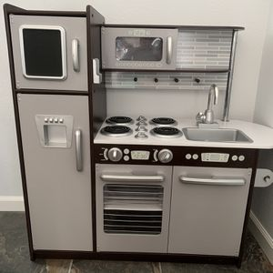 Kid's Play Kitchen for Sale in Los Angeles, CA