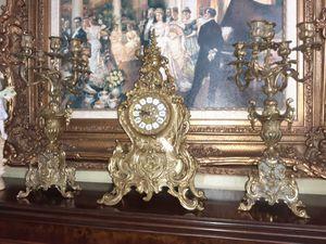 Reloj y candelabros de bronze for Sale in Hialeah, FL