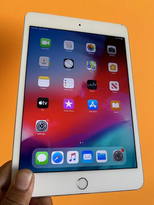 128GB Apple Ipad Mini 4 (Retina Display/ Touch ID / IOS 13) WiFi + cellular (LTE/Unlocked) with complete Accesories for Sale in El Monte, CA