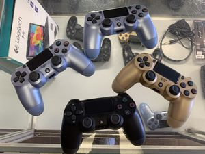 SONY PS4 PLAYSTATION 4 DUALSHOCK WIRELESS REMOTES for Sale in Berkley, MI