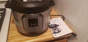 Instant pot 6qt never used . for Sale in Apple Valley, CA