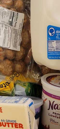 2 Full Boxes Of Produce FREE for Sale in Tualatin,  OR