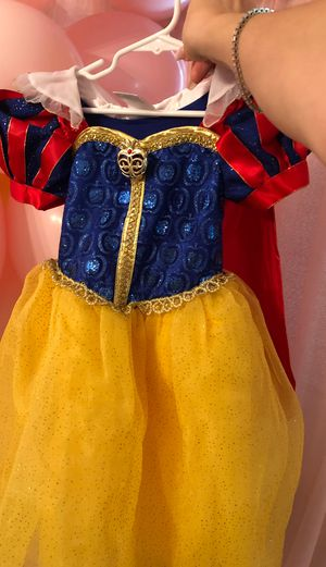 Snow white 4 T Disney costume for Sale in Los Angeles, CA