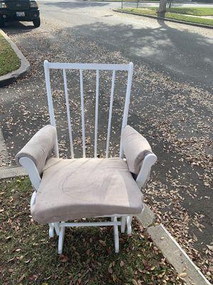 Free Rocking Chair, Silla mecedora gratis for Sale in Anaheim, CA